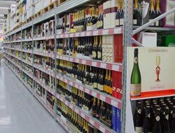 מדפי תצוגה ליינות ואלכוהול