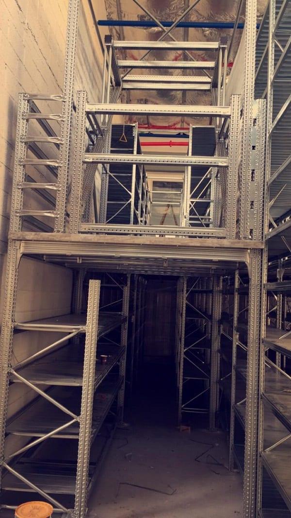 מדפי יונירק למחסן